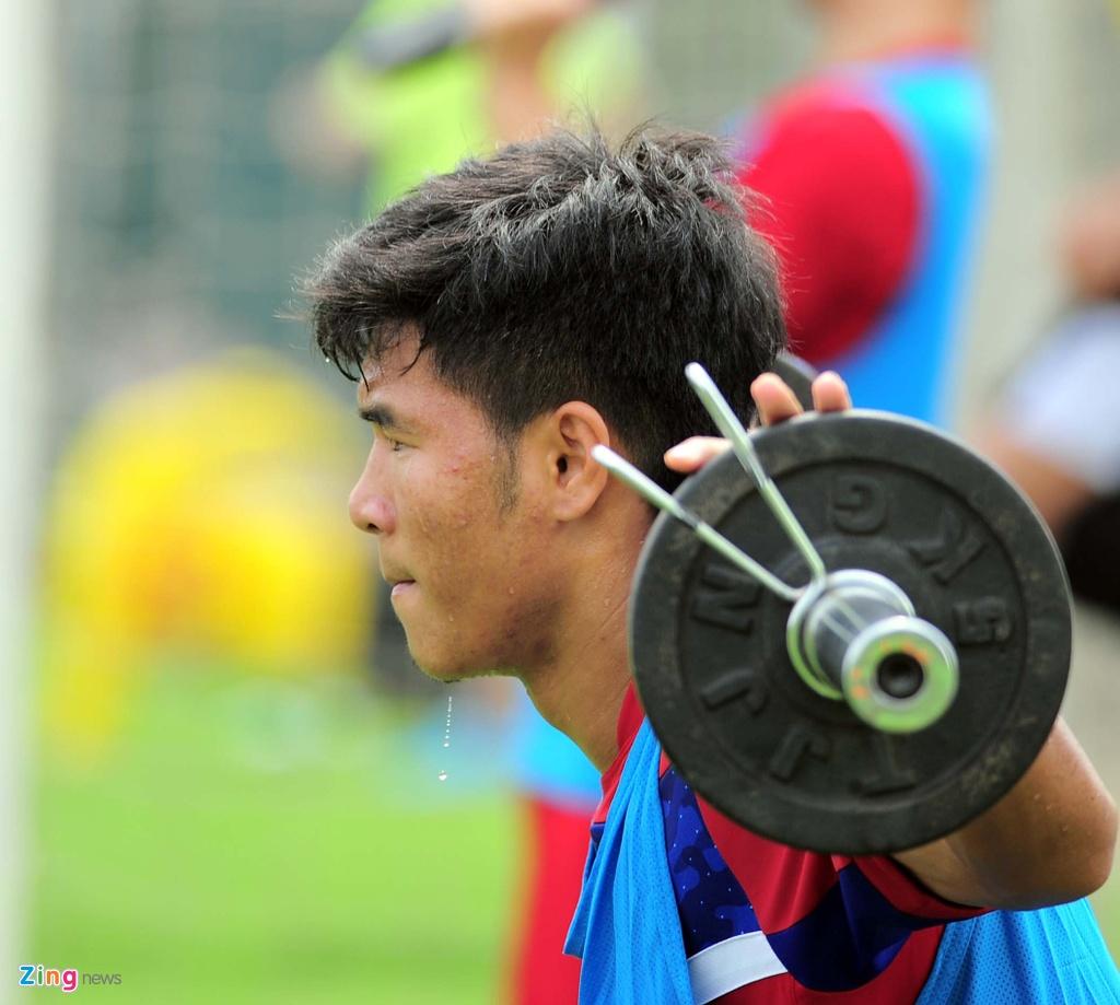 HLV U20 Viet Nam khien cac hoc tro 'meo mat' vi tap nang hinh anh 10