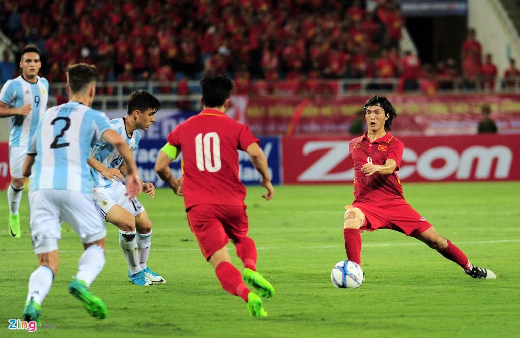 Cong Phuong, Tuan Anh duoc U20 Argentina 'khai sang' ve bong da hinh anh 4