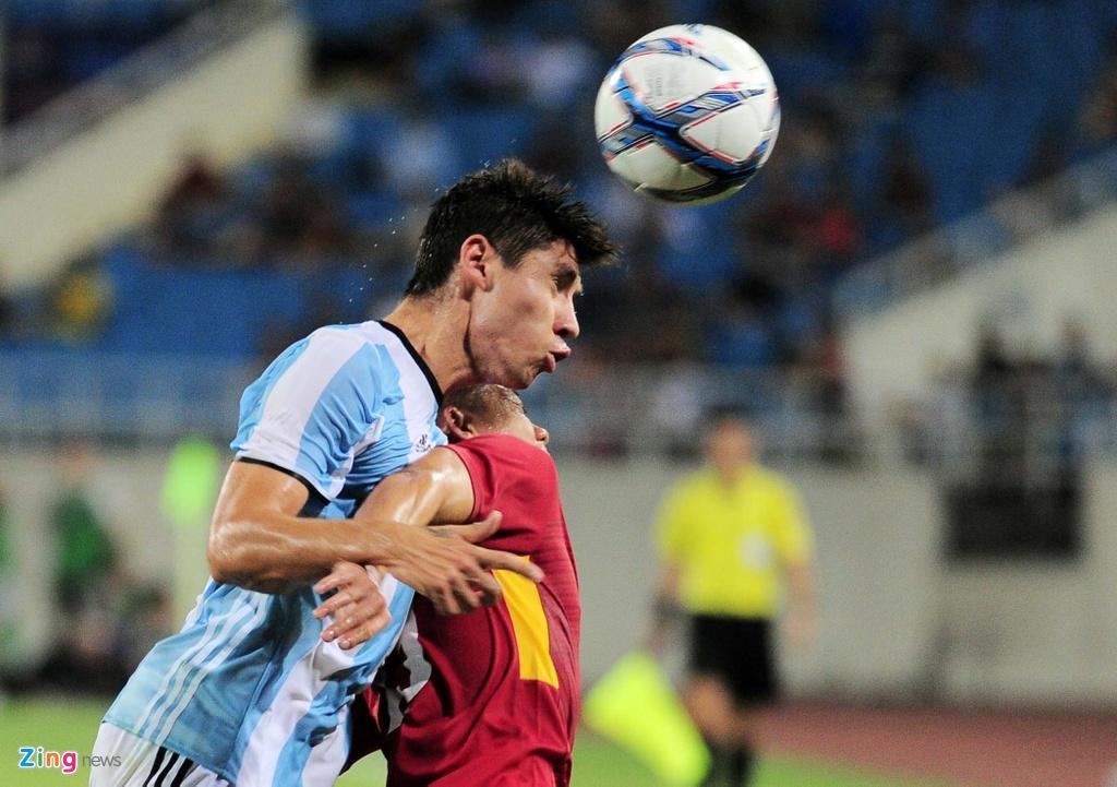 Cong Phuong, Tuan Anh duoc U20 Argentina 'khai sang' ve bong da hinh anh 6
