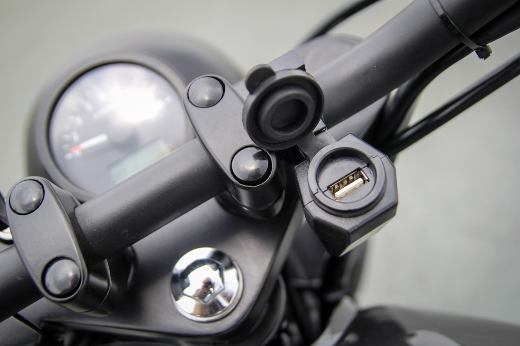 Danh gia Brixton Classic 150 - Moto co dien hop tui tien hinh anh 2