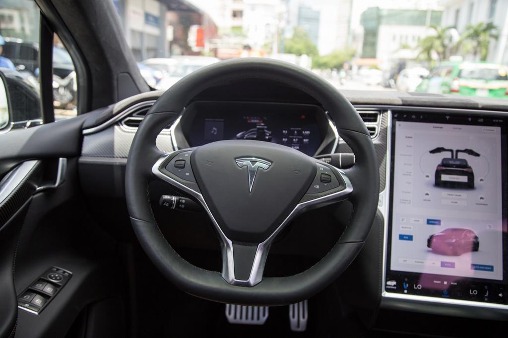 Tesla Model X - SUV chay dien dau tien tai Sai Gon hinh anh 11