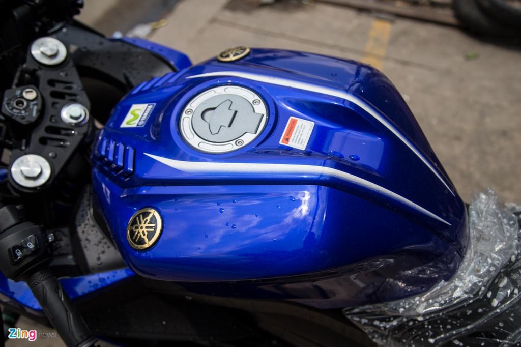 Yamaha R15 v3 Movistar ve Viet Nam, gia hon 110 trieu dong hinh anh 4