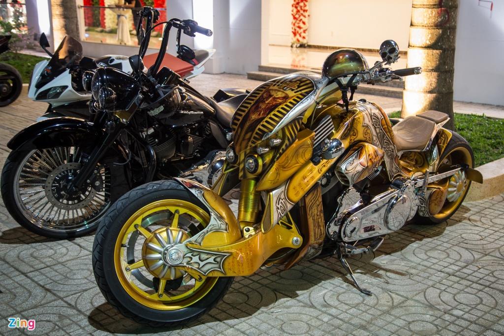 Dan sieu xe, moto tien ty xuat hien tai Sai Gon hinh anh 5