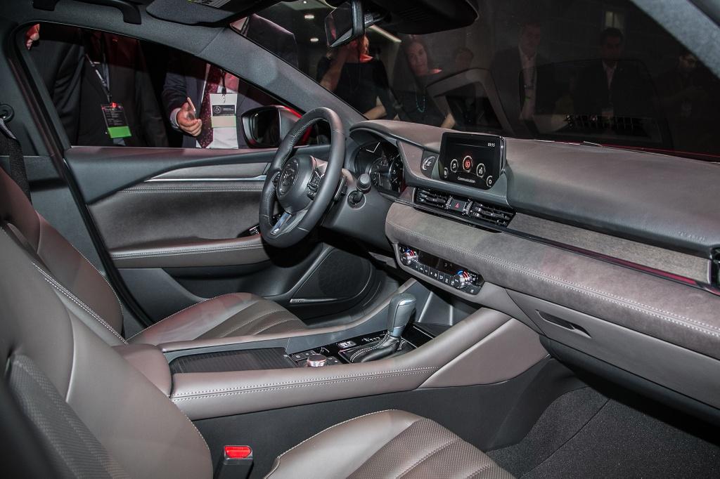 Mazda6 2018 ra mat, doi dau Toyota Camry hinh anh 6