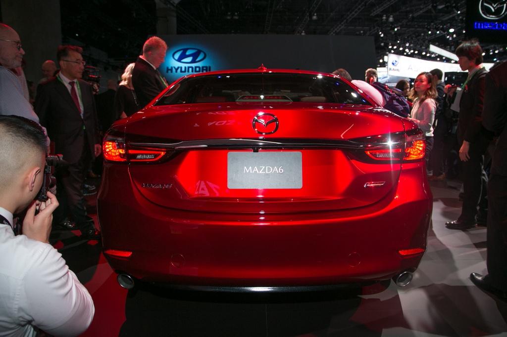 Mazda6 2018 ra mat, doi dau Toyota Camry hinh anh 4