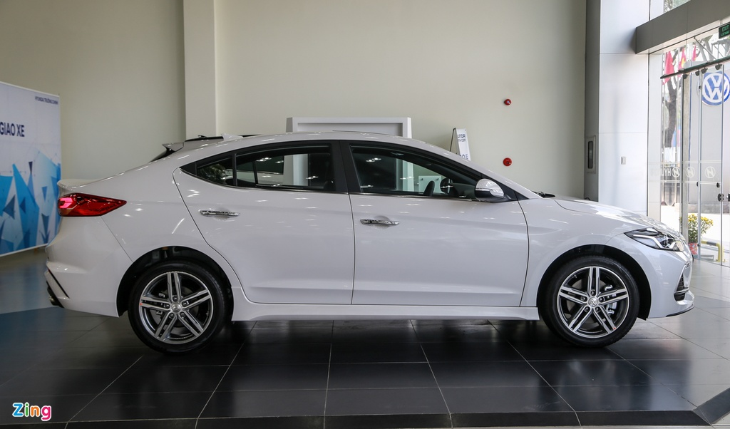 Chi tiet Hyundai Elantra Sport gia 729 trieu dong tai Viet Nam hinh anh 3