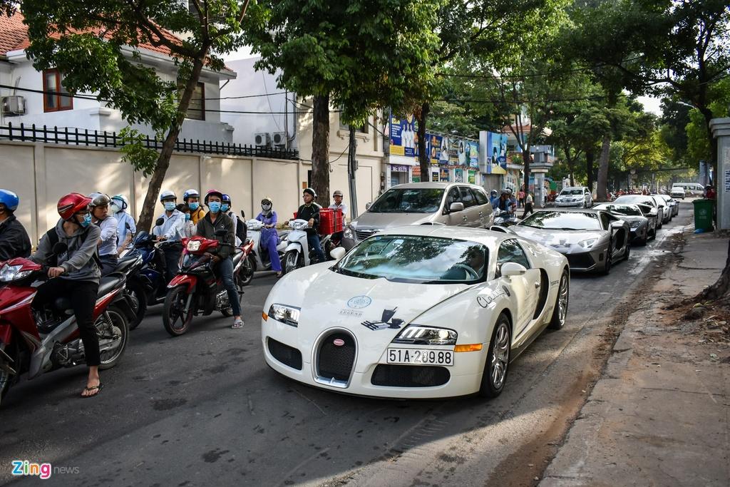 Sieu xe trieu USD cua ong Dang Le Nguyen Vu noi duoi tren pho SG hinh anh 4