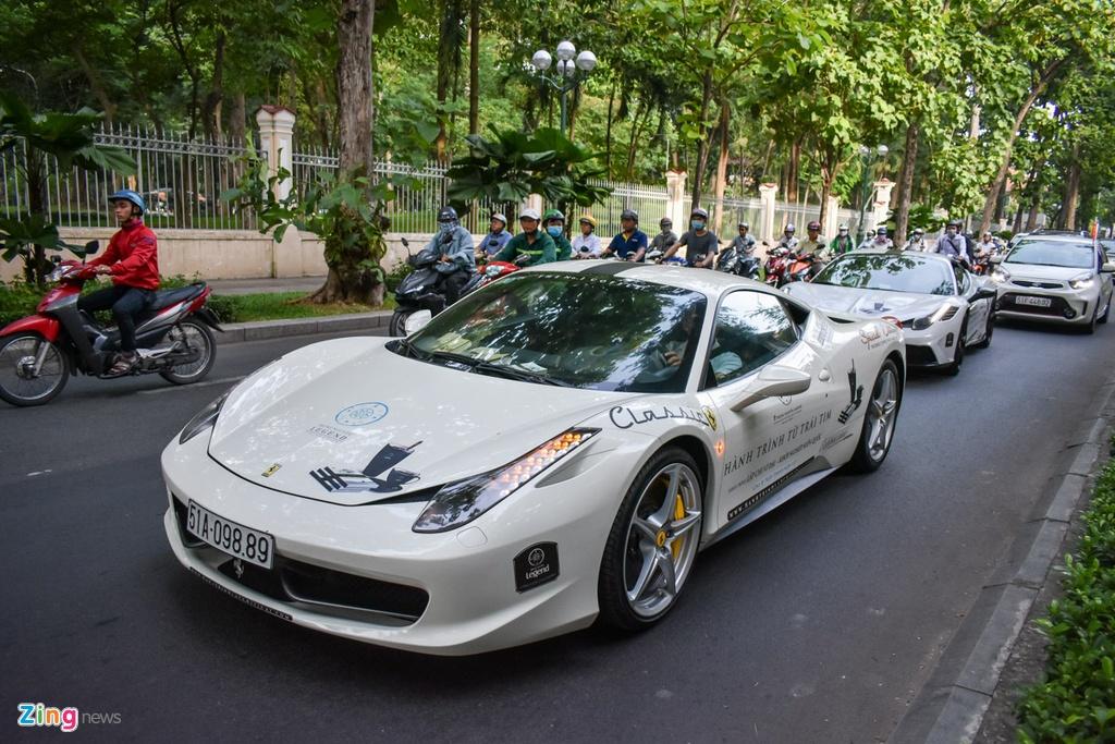 Sieu xe trieu USD cua ong Dang Le Nguyen Vu noi duoi tren pho SG hinh anh 7