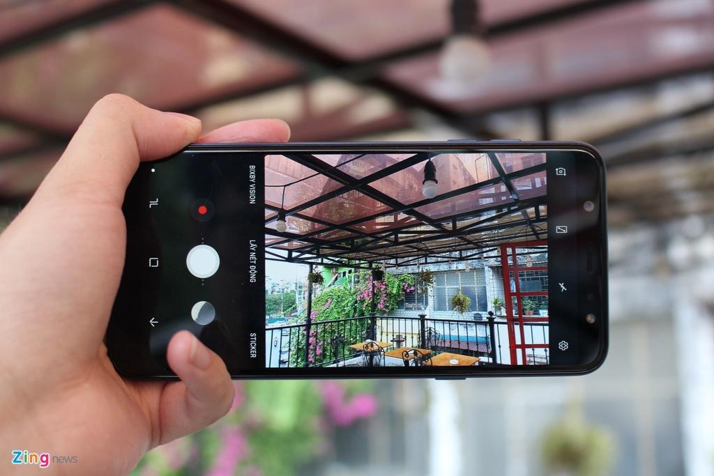 Danh gia Samsung Galaxy A6+: Man hinh ruc ro, pin tot hinh anh 3