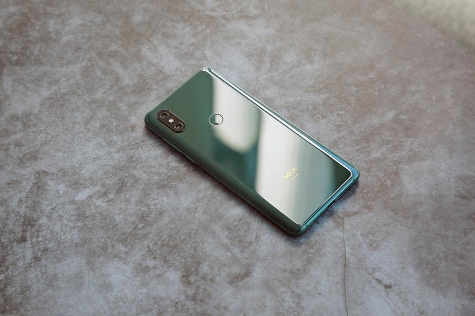 Chi tiet Xiaomi Mi Mix 3 - man hinh tran vien, camera truot bang tay hinh anh 2
