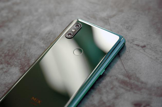 Chi tiet Xiaomi Mi Mix 3 - man hinh tran vien, camera truot bang tay hinh anh 4