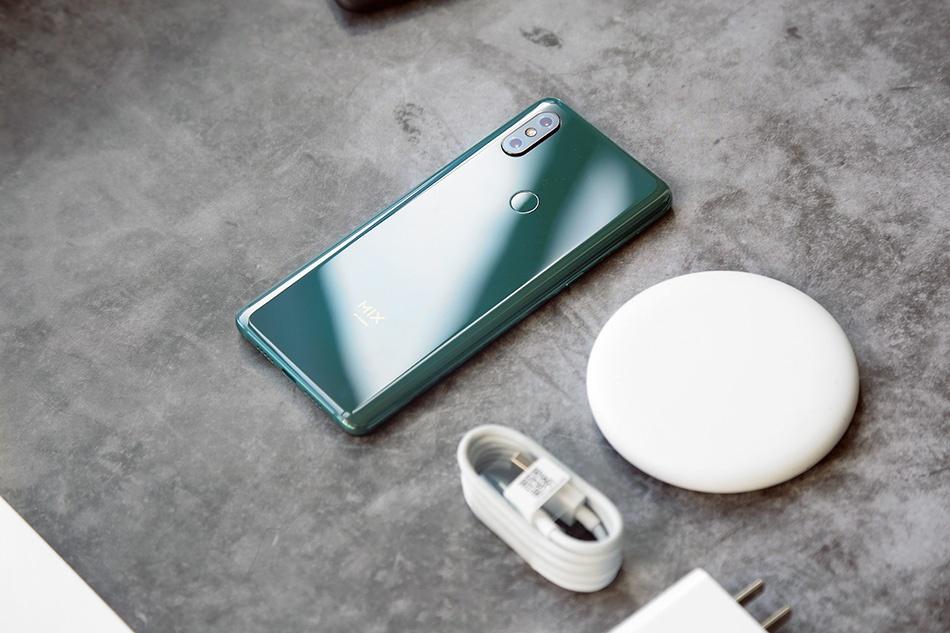 Chi tiet Xiaomi Mi Mix 3 - man hinh tran vien, camera truot bang tay hinh anh 6