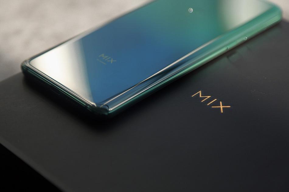 Chi tiet Xiaomi Mi Mix 3 - man hinh tran vien, camera truot bang tay hinh anh 3