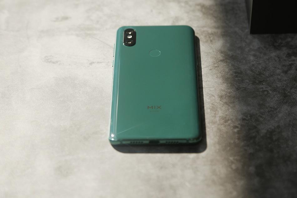 Chi tiet Xiaomi Mi Mix 3 - man hinh tran vien, camera truot bang tay hinh anh 5