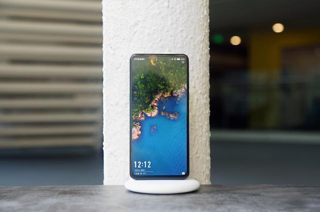 Chi tiet Xiaomi Mi Mix 3 - man hinh tran vien, camera truot bang tay hinh anh 1