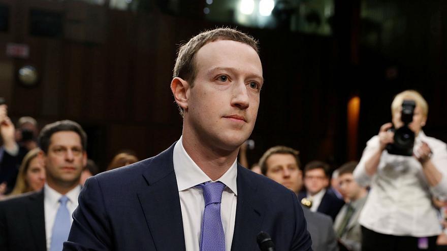 Liên tục dính phải các bê bối, Facebook đang trên đà suy thoái. Ảnh: AP.