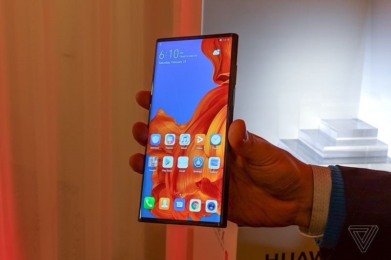 Galaxy Fold doi dau Huawei Mate X - dai chien man hinh gap hinh anh 2