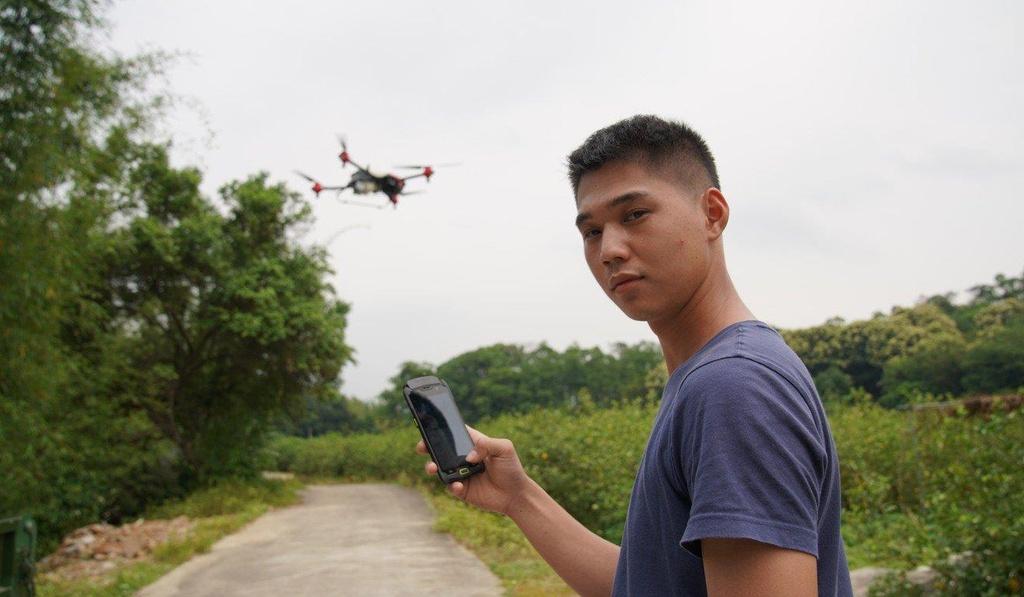 Nong dan Trung Quoc om mong doi doi nho drone hinh anh 4