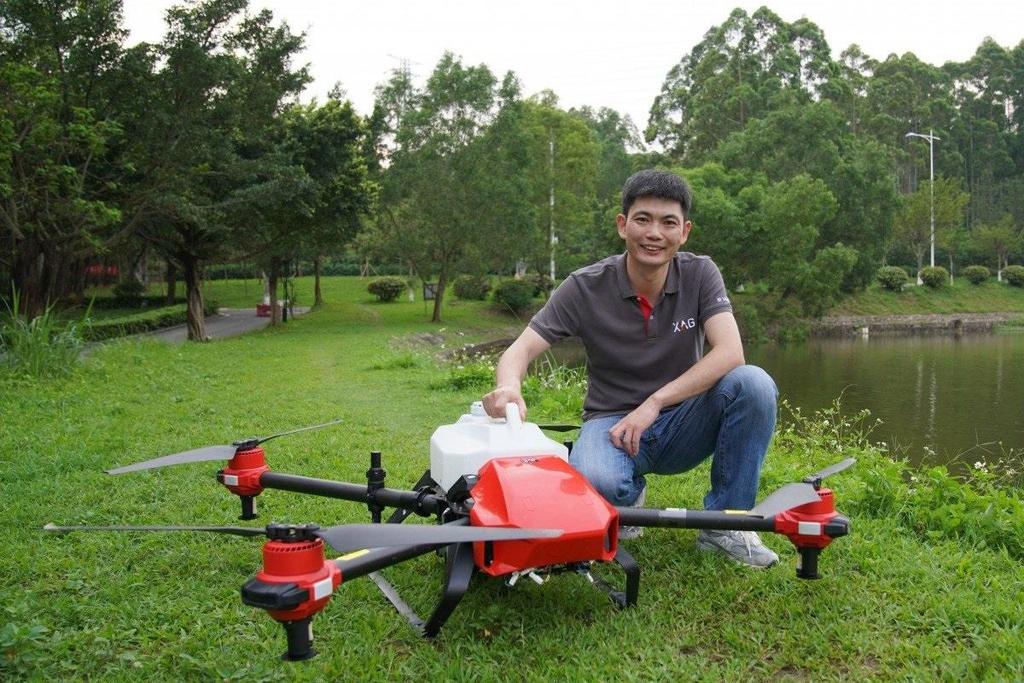 Nong dan Trung Quoc om mong doi doi nho drone hinh anh 1