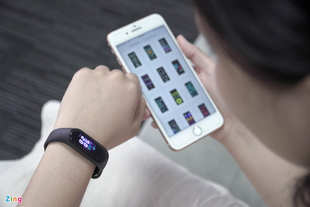 Chi tiet Xiaomi Mi Band 4 man hinh mau, gia 700.000 dong vua ve VN hinh anh 4
