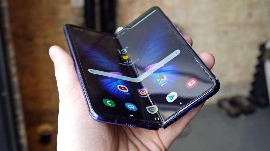 Smartphone man hinh gap co the chet tu trung nuoc boi Samsung, Huawei hinh anh 1