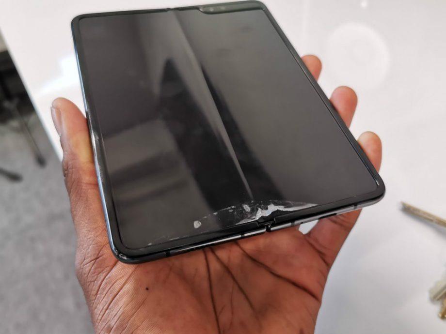 Smartphone man hinh gap co the chet tu trung nuoc boi Samsung, Huawei hinh anh 2