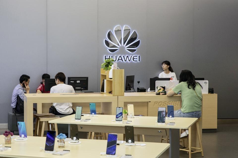 Thi truong quan trong nhat quay lung, Huawei ngay cang kho song hinh anh 2