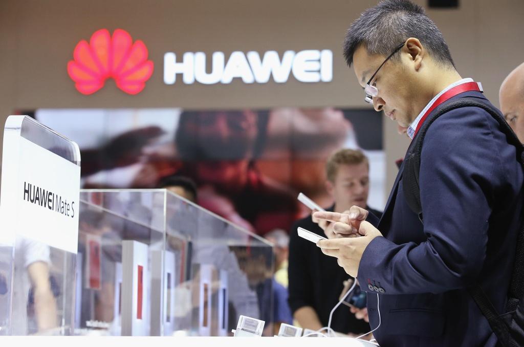 The gioi cong nghe xao tron ra sao trong 2 thang My cam van Huawei? hinh anh 2