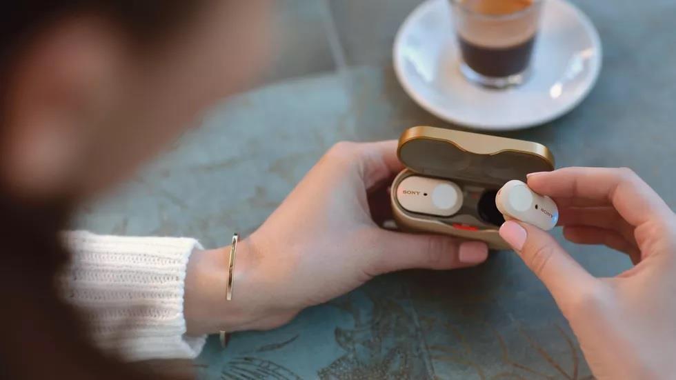 Sony tung 'ke tieu diet AirPods 2' - co chong on chu dong, gia 230 USD hinh anh 1