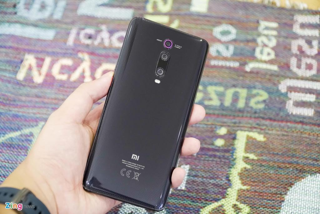 Xiaomi Mi 9T co xung dang ke nhiem 'ke pha gia' Pocophone F1? hinh anh 2