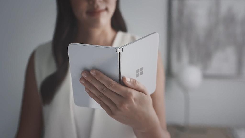 Chi tiet Surface Duo - di dong man gap, dep gon nhu cuon so hinh anh 8
