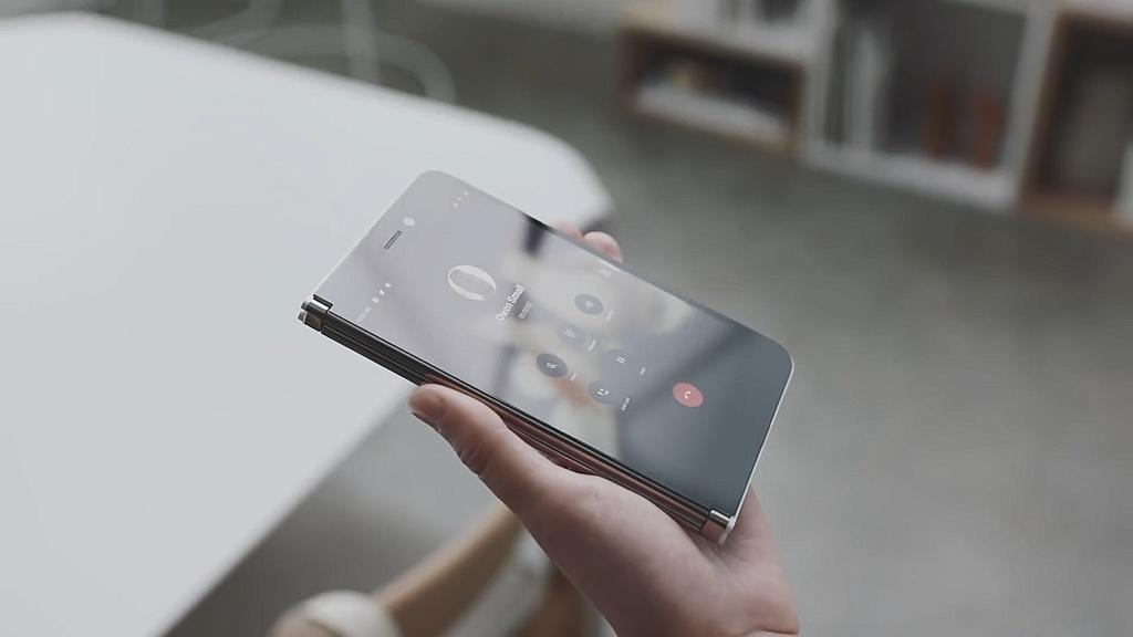 Chi tiet Surface Duo - di dong man gap, dep gon nhu cuon so hinh anh 4
