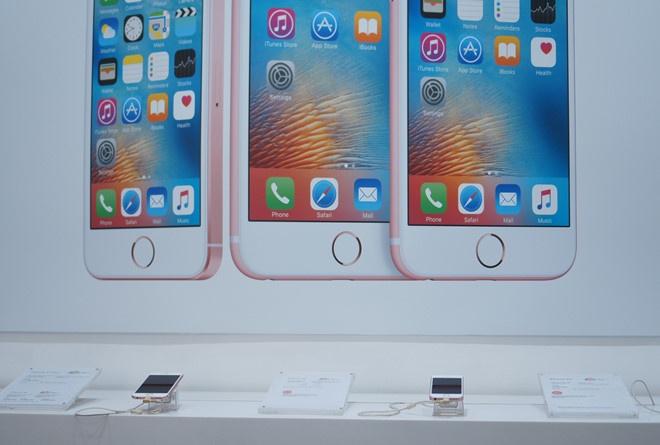 khong nen mua iPhone xach tay anh 1