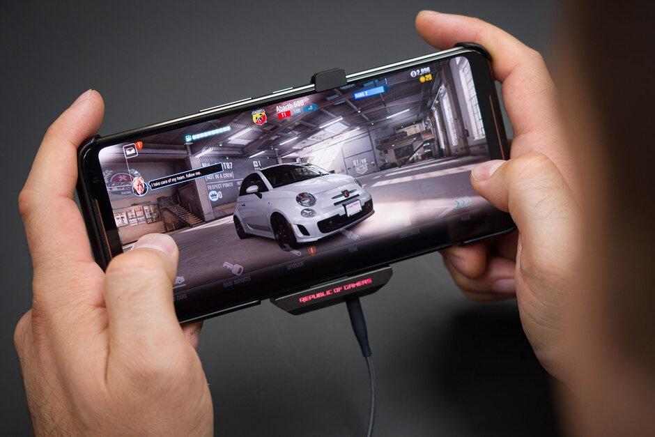 Smartphone da thay doi ra sao trong nam 2019? hinh anh 2 Rog_Phone_2.jpg