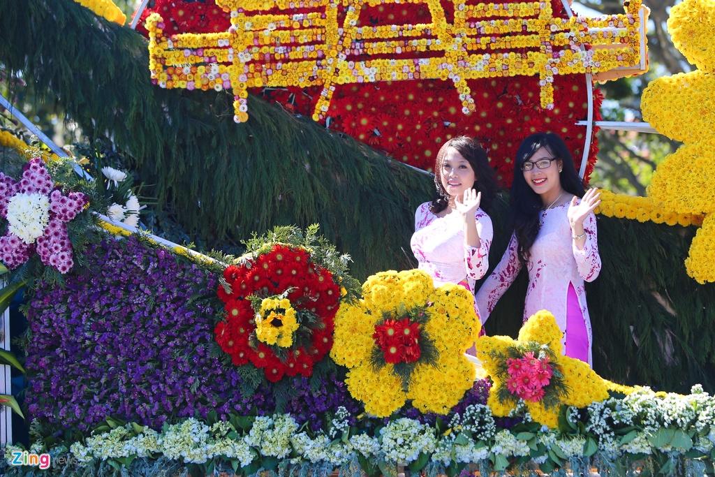 Sac mau ruc ro o festival Hoa Da Lat 2015 hinh anh 4