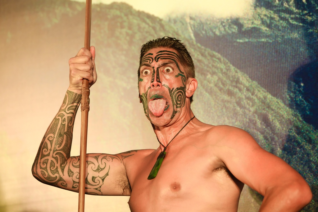 Tho dan Maori 'quay' tung bung pho di bo Nguyen Hue hinh anh 6