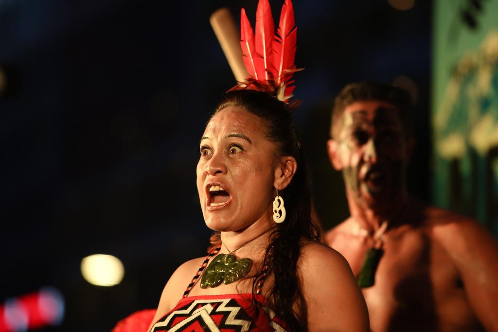 Tho dan Maori 'quay' tung bung pho di bo Nguyen Hue hinh anh 7