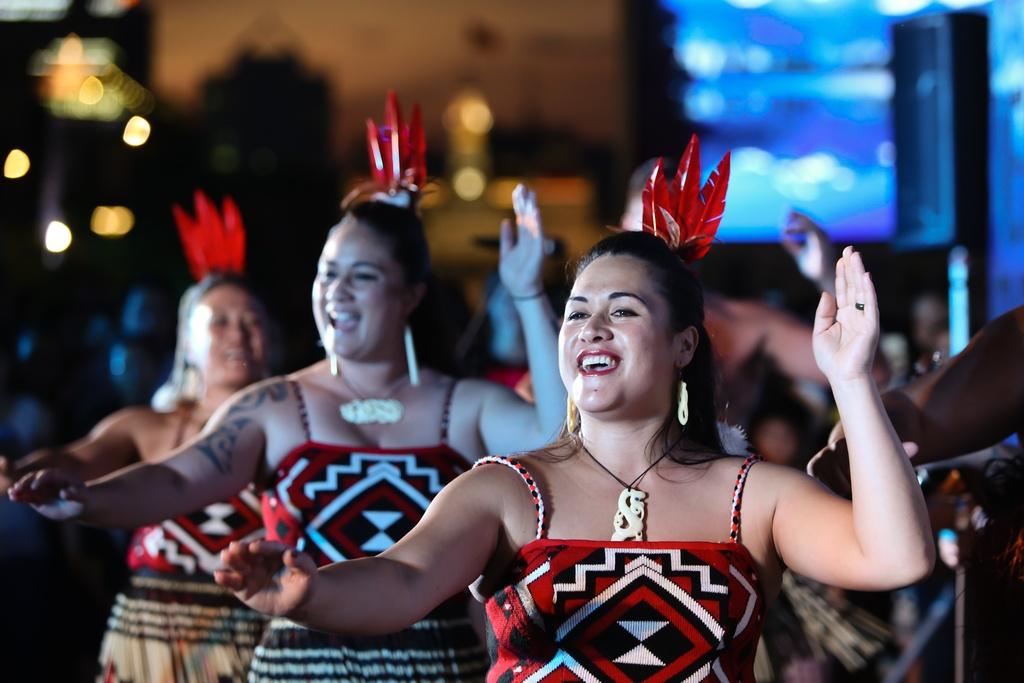 Tho dan Maori 'quay' tung bung pho di bo Nguyen Hue hinh anh 8