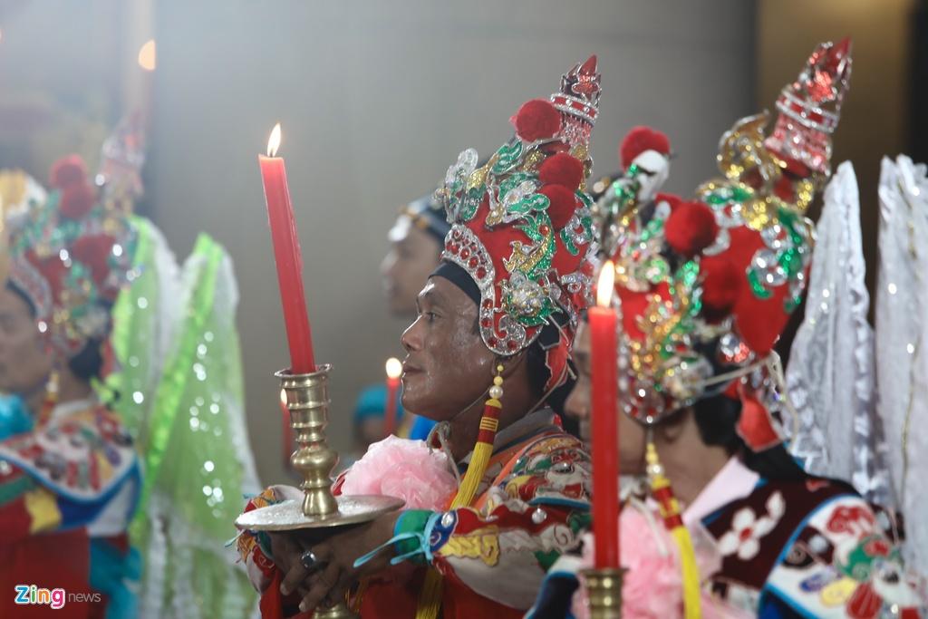 Hang nghin nguoi Sai Gon du le hoi tuong nho Vua Hung hinh anh 6