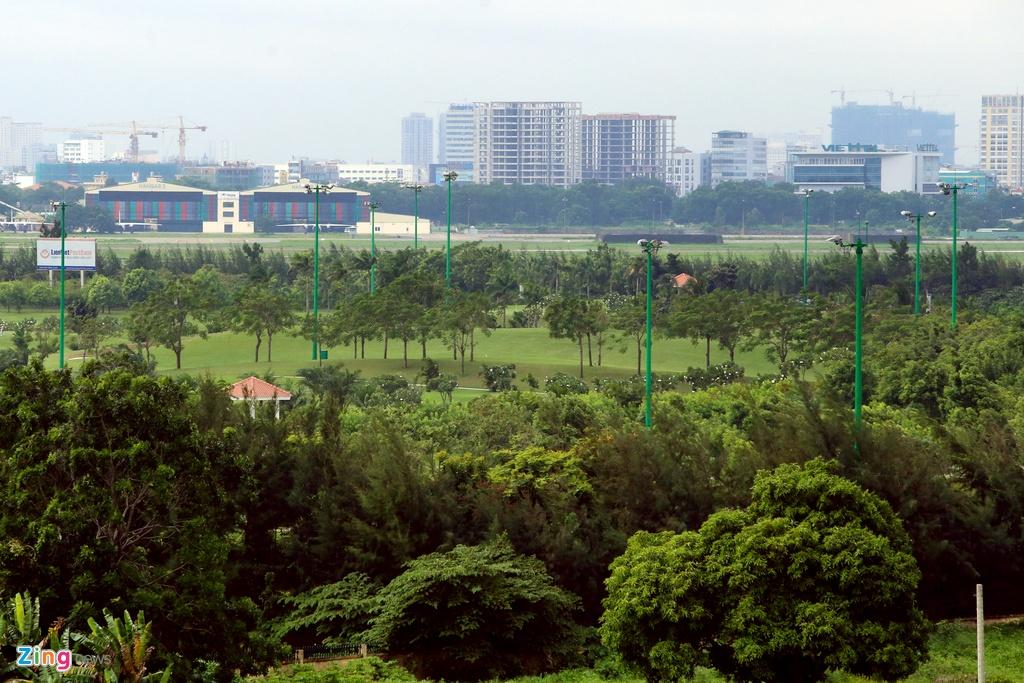 San golf, san bong, nha hang bua vay Tan Son Nhat hinh anh 22