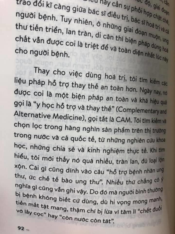 Sach 'Ung thu khong phai la chet' bi to dua thong tin phan khoa hoc hinh anh 1