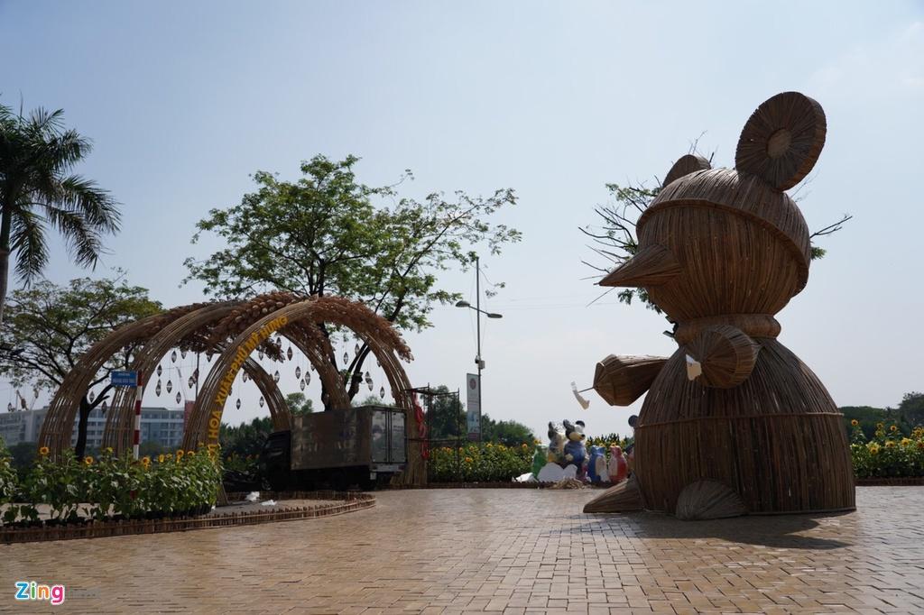 Những hình ảnh đầu tiên của đường hoa Phú Mỹ Hưng - Ảnh 8.