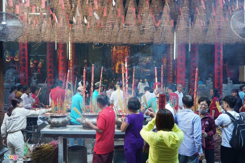 Cũng giống như bao ngôi chùa khác, chùa bà Thiên Hậu đông đúc người đến viếng vào các ngày hội rằm, đặc biệt là mùng 1 Tết Nguyên Đán.