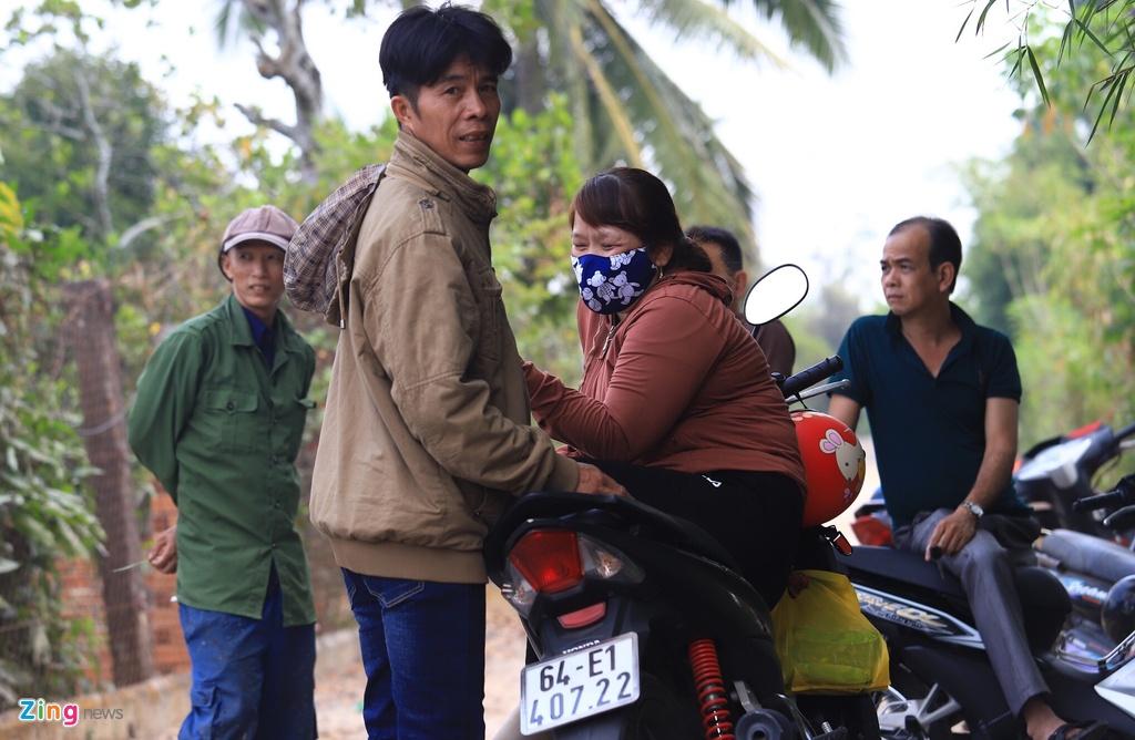 Hai vợ chồng ở Vĩnh Long mất 2 ngày tìm đến Củ Chi xem bắt Tuấn Khỉ - Ảnh 5.