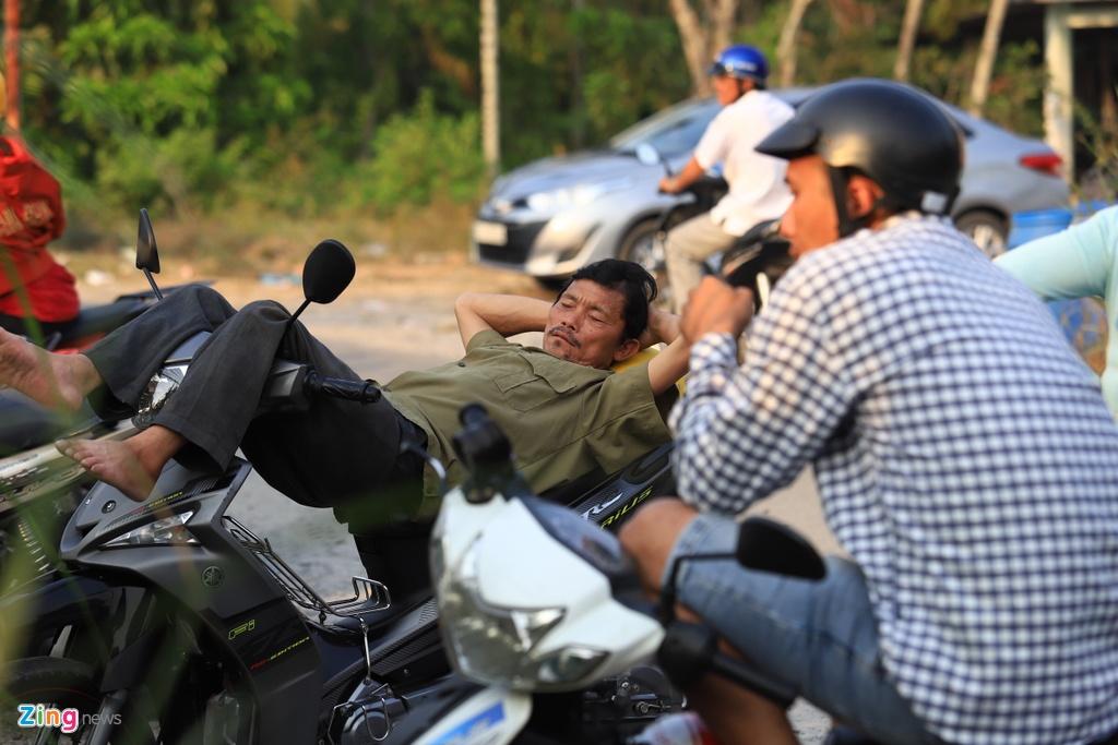 Hai vợ chồng ở Vĩnh Long mất 2 ngày tìm đến Củ Chi xem bắt Tuấn Khỉ - Ảnh 2.