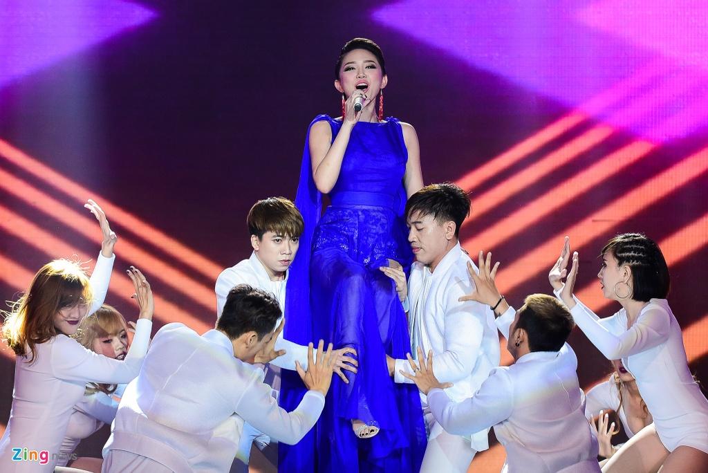 Toc Tien khong sexy van 'dot chay' Bai hat Viet hinh anh 3