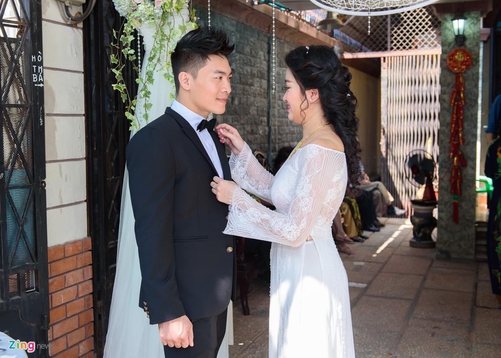 'Hoang tu xiec' Quoc Co hon MC Hong Phuong trong dam hoi hinh anh 12