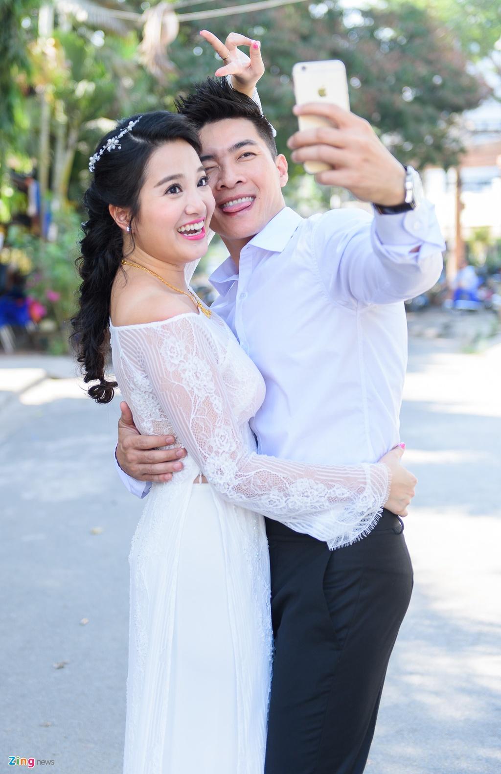'Hoang tu xiec' Quoc Co hon MC Hong Phuong trong dam hoi hinh anh 14