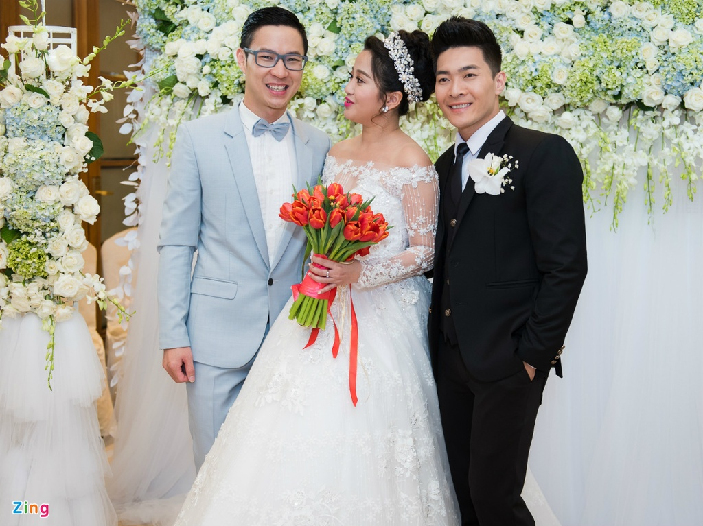 Lan Khue va dan MC du tiec cuoi Hong Phuong hinh anh 4