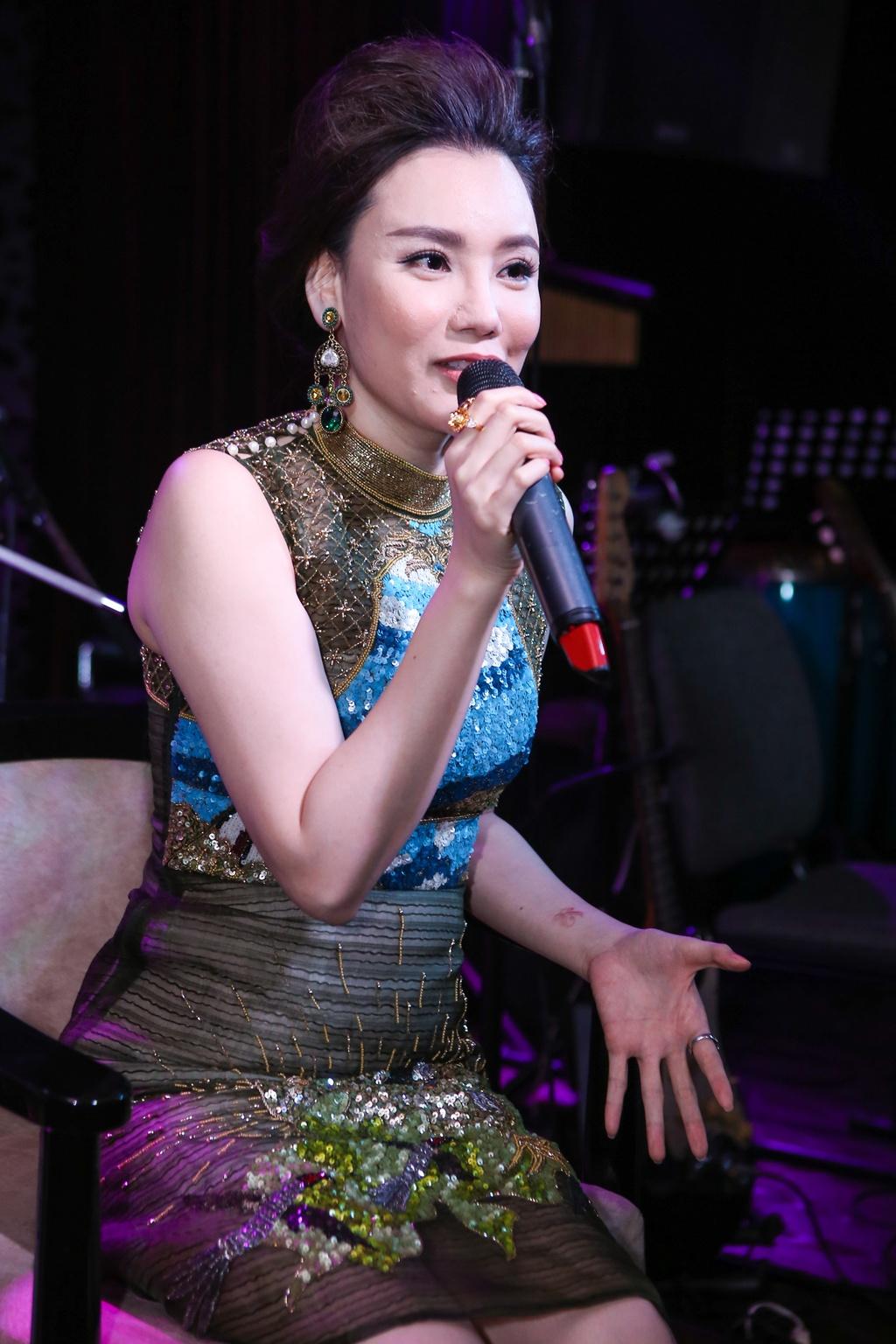 Ho Quynh Huong lo so bi loi thoi sau 5 nam vang bong hinh anh 2